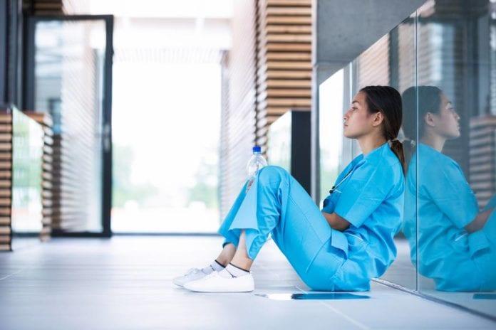 come gestire lo stress in ospedale, consigli per medici e infermieri
